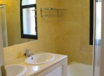 33-Baupres,14 Bathroom ensuite with bath