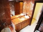 9. DP 38 Master Bathroom [1600x1200]